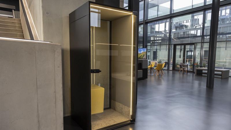 Telefonzelle Phonix® in der Inwerk New Work Ausstellung Biebertal LAB-3