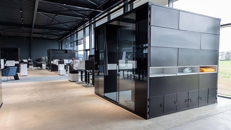 Inwerk Ausstellung Biebertal LAB-3 Deskspace mit Raumsystemen MasterPod®