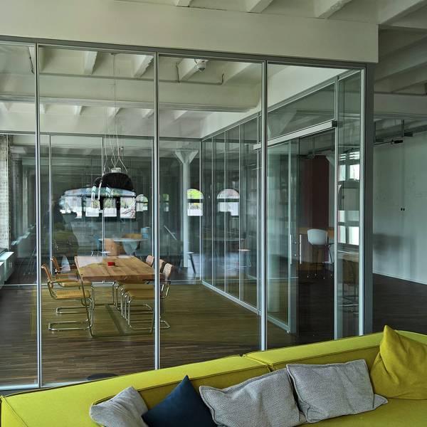 Glastrennwand-Doppelverglasung-8m-01.jpg