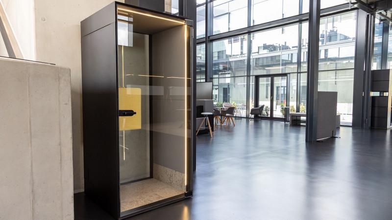 Telefonzelle Phonix® in der Inwerk Ausstellung New Work-Work Café