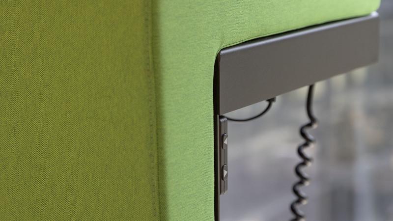 Telefonzelle Phonix® mit elektrisch höhenverstellbarem Steh-Sitz-Hocker und Elektrifizierung